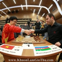Khuôn Làm Giò Thủ chúc mừng Kỳ thủ Lê Quang Liêm vô địch thế giới cờ chớp